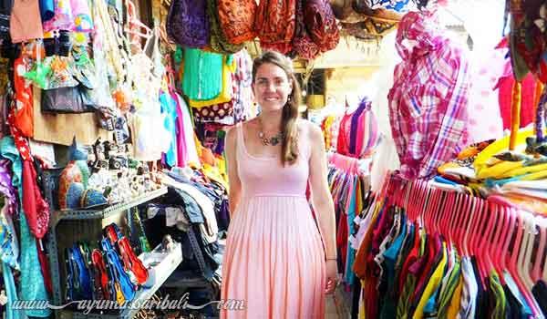belanja di pasar seni ubud