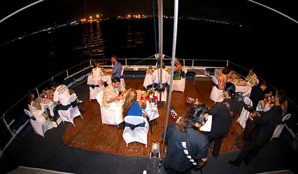 makan malam di sea safari cruise bali