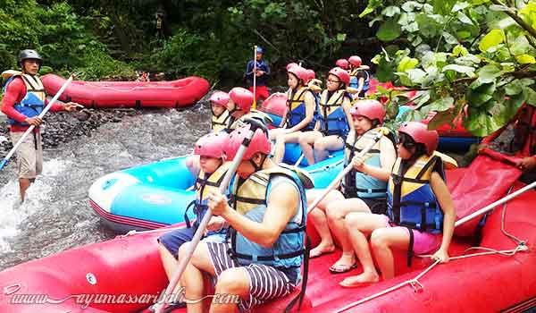rafting aktivitas wisata keluarga